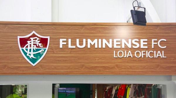 Fachada de madeira da loja Fluminense FC
